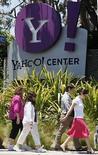 <p>Las oficinas de Yahoo! en Santa Monica, California, 19 mayo 2008. La empresa de medios en internet Yahoo Inc nombró el jueves a nueve de sus 10 directores existentes como candidatos a una reelección en el directorio de la empresa, fijando su posición para un enfrentamiento con accionistas disidentes en una junta anual de accionistas. Yahoo además pospuso su reunión anual desde el 3 de julio y dijo que esperaba realizarla a finales de ese mes. Photo by Lucy Nicholson/Reuters</p>