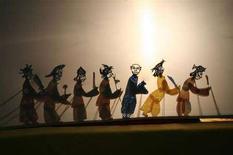 <p>Una scena di teatro delle Ombre a Jinan, nella provincia di Shandong, Cina, il 20 dicembre 2006. REUTERS/Stringer (Cina)</p>