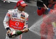 <p>Hamilton vence GP de Mônaco e chega à liderança do campeonato. Lewis Hamilton, da McLaren, batalhou pela vitória no Grande Prêmio de Mônaco deste domingo e conseguiu terminar em primeiro lugar apesar de ter se chocado contra as barreiras de proteção. 25 de maio. Photo by Robert Pratta</p>