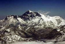 <p>Min Bahadur Sherchan, un Népalais âgé de 76 ans, est devenu le doyen des vainqueurs de l'Everest en battant le record détenu depuis l'année dernière par Katsusuke Yanagisawa, un Japonais âgé de 71 ans au moment de l'ascension. /Photo prise le 25 mars 2008/REUTERS/Desmond Boylan</p>