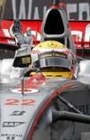 <p>Hamilton triunfa em meio ao caos em Mônaco. Lewis Hamilton, da McLaren, batalhou pela vitória no Grande Prêmio de Mônaco deste domingo e conseguiu, apesar de ter se chocado contra as barreiras de proteção. A corrida vespertina foi caótica nas ruas molhadas de chuva do principado francês. 25 de maio. Photo by Robert Pratta</p>