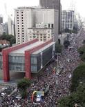 <p>Un'immagine della sfilata gay che ieri ha riempito le strade di san Paolo. REUTERS/Paulo Whitaker</p>