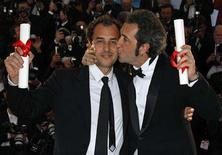 "<p>Italian directors Paolo Sorrentino (R) and Matteo Garrone attend a photocall after the awards ceremony at the 61st Cannes Film Festival May 25, 2008. Sorrentino won the Jury Prize for his film ""Il Divo"" and Garrone won the Grand Prix for his film ""Gomorra (Gomorrah)"". REUTERS/Vincent Kessler</p>"