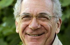 <p>Una immagine del 2006 del regista premio Oscar Sydney Pollack. REUTERS/Mario Anzuoni/Files</p>