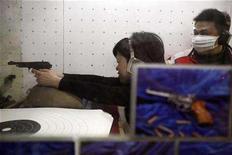 <p>File image shows a woman using a handgun in the shooting range of the Shanghai Modern Military Sport Club in Shanghai February 28, 2008. REUTERS/Nir Elias</p>