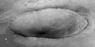 <p>Sonda envia novas imagens do seu local de pouso em Marte. A sonda Phoenix enviou na terça-feira novas imagens do Ártico marciano, cujo solo será escavado em busca de água e sinais de vida. 27 de maio. Photo by Reuters (Handout)</p>