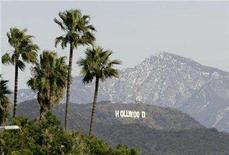 <p>The Hollywood Sign is seen between palm trees and snow dusted mountains in Los Angeles January 7, 2008. The smaller of Hollywood's two performers unions reached a tentative deal with studios on Wednesday for a new prime-time TV contract, setting the stage for the more militant Screen Actors Guild to renew labor talks with producers. REUTERS/Danny Moloshok</p>