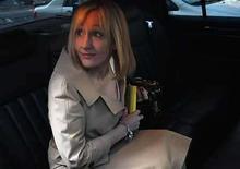 <p>La escritora J.K. Rowling en Nueva York. 15 abr, 2008. El secreto de lo que sucedió antes de que el niño mago Harry Potter fuera a Hogwarts será revelado en una inusual subasta con fines benéficos el próximo mes. La escritora J.K. Rowling redactó un esbozo de 800 palabras de lo que sucedió antes de su saga de siete libros que la convirtió en multimillonaria, que será vendido en una subasta de la librería Waterstones el 10 de junio. Photo by (C) JOSHUA LOTT / REUTERS/Reuters</p>