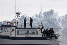 <p>Foreign ministers (L-R) Per Stig Moeller of Denmark, Sergej Lavrov of Russia, Jonas Gahr Stoere of Norway pose in front of a iceberg in the Ice Fjord near Ilulissat in Greenland May 28, 2008, before attending the Arctic Ocean Conference. REUTERS/Jan-Morten Bjoernbakk/Scanpix</p>