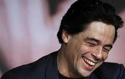 <p>La viuda del guerrillero argentino Ernesto 'Che' Guevara aplaudió el jueves el premio obtenido en el Festival de Cannes por el actor puertorriqueño Benicio Del Toro (en la foto) en la piel del icono revolucionario. Pero Aleida March se negó a opinar sobre la película épica del estadounidense Steven Soderbergh porque, explicó, aún no la vio. Photo by (C) JEAN-PAUL PELISSIER / REUTERS/Reuters</p>