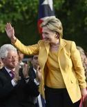 <p>Hillary pode não vencer eleição, mas continua a ter seus fãs. Hillary Clinton, pré-candidata do Partido Democrata à Presidência dos EUA, lembra um boxeador nos últimos rounds de um combate que vale título. 26 de maio. Photo by Ana Martinez</p>