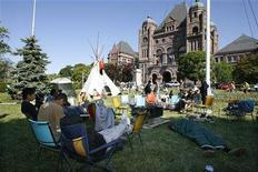 <p>The Kitchenuhmaykoosib Inninuwug, Ardoch Algonquin and Grassy Narrows First Nations gather at Queen's Park, the site of Ontario's legislature in Toronto May 29, 2008. REUTERS/Mike Cassese</p>