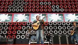 <p>Dave Matthews Band anunció que su tecladista, Butch Taylor, abadonó el grupo por razones desconocidas, pocos días antes del inicio de una gira por Estados Unidos. 'Estamos entristecidos por la repentina noticia pero tiene todo nuestro apoyo. Nos ha entregado mucho a nosotros y a la audiencia a través de los años y lo extrañaremos', señaló la banda en su sitio oficial en internet (http://www.dmband.com). Photo by (C) MIKE SEGAR / REUTERS/Reuters</p>