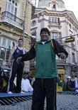 <p>El presidente de Bolivia, Evo Morales saltando en un trampolín en la ciudad de La Paz. 28 mayo.2008. El presidente de Bolivia, Evo Morales, dijo el viernes que no le atemoriza la posibilidad de que el gigante italiano Telecom cumpla su anuncio de iniciar un juicio internacional, en contra la reciente nacionalización de su filial en el país altiplánico. Morales dijo estar seguro de que decisió correctamente el 1 de mayo, cuando decretó la toma de control de la telefónica Entel, una compañía controlada por Euro Telecom International (ETI), filial del grupo italiano de telecomunicaciones Telecom Italia, desde una privatización parcial de 1995. Photo by Gaston Brito/Reuters</p>