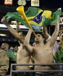 <p>Torcedores do Brasil comemoram a vitória contra o Canadá em Seattle, Washington, 31 de maio de 2008 REUTERS. Photo by Robert Sorbo</p>