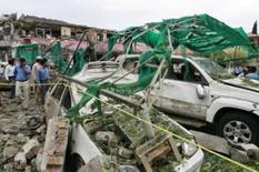 <p>Pessoas de aglomeran no lado de fora da embaixada dinamarquesa em Islamabad, dia 2 de junho. A explosão de um carro em frente à embaixada dinamarquesa no Paquistão matou seis pessoas e feriu cerca de 20 na segunda-feira, segundo fontes de hospitais e policiais, que atribuíram o ataque a um militante suicida. Photo by Mian Khursheed</p>