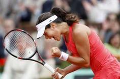 <p>Sérvia Ana Ivanovic vence o Aberto da França. A sérvia Ana Ivanovic conquistou seu primeiro título de Grand Slam ao derrotar a russa Dinara Safina por 6-4 e 6-3 na final do Aberto da França. 7 de junho. Photo by Vincent Kessler</p>