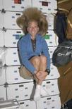 <p>A astronauta Karen Nyberg, 50a mulher no espaço, flutuando dentro do Discovery. Foto de 8 de junho. Photo by Nasa</p>