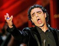 <p>Fue promocionado como su regreso, la máxima prueba hasta el momento para el tenor estrella de México Rolando Villazón (en la foto) tras un extenso receso por agotamiento. Después de la nueva producción del monumental drama español 'Don Carlo' de Verdi, el viernes en el Royal Opera House de Londres, los críticos decidieron: bueno pero no genial. Photo by (C) POOL NEW / REUTERS/Reuters</p>