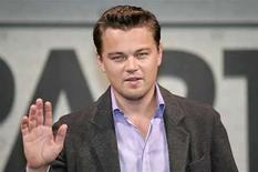 <p>El actor estadounidense, Leonardo Di Caprio durante una conferencia de prensa en Tokio.18 ene, 2007. Leonardo DiCaprio posee más identificaciones falsas que Fletch. El actor protagonizará y producirá 'Atari', un proyecto sobre el padrino de la industria de juegos de video, Nolan Bushnell. Photo by (C) KIM KYUNG HOON / REUTERS/Reuters</p>