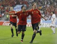 <p>Espanha goleia Rússia por 4 x 1 com 3 gols de David Villa. O atacante David Villa comemora gol com Fernando Torres. Villa marcou três gols e ajudou a Espanha a golear a seleção da Rússia por 4 x 1, em sua estréia na Eurocopa 2008. 10 de junho. Photo by Alexander Demianchuk</p>
