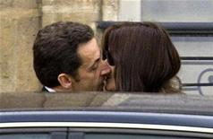 <p>France's President Nicolas Sarkozy kisses first lady Carla Bruni-Sarkozy as they leave the Elysee Palace in Paris on March 16, 2008. REUTERS/Charles Platiau</p>