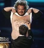 <p>Jack Black holds up his shirt as Robert Downey Jr. signs his chest at the 2008 MTV Movie Awards in Los Angeles, June 1, 2008. REUTERS/Mario Anzuoni</p>
