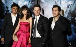 <p>Da esquerda para a direita, o diretor M. Night Shyamalan,  a atriz Zooey Deschanel, Mark Wahlberg e John Leguizamo, do elenco de 'Fim dos Tempos', em Nova York. Photo by Lucas Jackson</p>