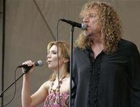 <p>British musician Robert Plant of Led Zeppelin performs with Alison Krauss at the New Orleans Jazz and Heritage Festival in New Orleans, Louisiana April 25, 2008. REUTERS/Lee Celano</p>