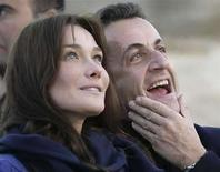 <p>Colombia expresó el jueves su molestia por la letra de una canción interpretada por la esposa del presidente de Francia, Carla Bruni, en la que hace referencia a la cocaína que se produce ilegalmente en el país. 'Tú eres mi droga. Más letal que la heroína de Afganistán y más peligrosa que la cocaína colombiana', canta la esposa de Nicolas Sarkozy en una producción discográfica que saldrá al mercado en julio. Photo by (C) NASSER NURI / REUTERS/Reuters</p>