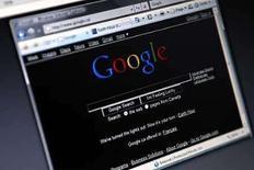 <p>La empresa de medios en internet Yahoo Inc y su rival Google Inc anunciaron el jueves que se unieron en una sociedad no excluyente para avisajes en búsquedas que se espera que sume unos 800 millones de dólares en ventas. Bajo el acuerdo, Yahoo podrá colocar avisos proporcionados por Google junto a los resultados de sus búsquedas en sus sitios de internet de Estados Unidos y Canadá. Photo by Mark Blinch/Reuters</p>