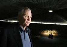<p>Jon Voight walks through the Hall of Remembrance during his visit to the Yad Vashem Holocaust Memorial in Jerusalem May 14, 2008. REUTERS/Ammar Awad</p>