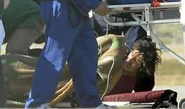 <p>El roquero argentino Charly Garcia es trasladado hacia una ambulancia aérea antes de ser internado en una clínica en Buenos Aires, 12 jun 2008. El músico argentino Charly García (en la foto), bajo tratamiento por una infección pulmonar, será internado en una clínica psiquiátrica luego de que amenazara con quitarse la vida si no le permitían salir del hospital de Buenos Aires donde está internado, dijeron médicos el viernes. García, que a los 56 años sigue siendo una figura emblemática del rock argentino, fue hospitalizado el lunes en la provincia de Mendoza para curar sus heridas después de los destrozos que provocó en el hotel donde se alojaba. Photo by Reuters</p>