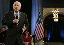<p>Il candidato repubblicano alla Casa Bianca John McCain durante un comizio a New York. REUTERS/Shannon Stapleton (UNITED STATES)</p>