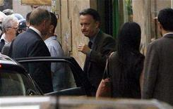 "<p>Tom Hanks (C) prepares for a scene on the set of the movie ""Angels and Demons"" during production near the Pantheon in Rome June 10, 2008. REUTERS/Dario Pignatelli</p>"