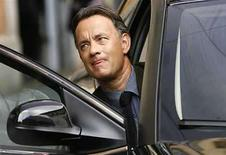 <p>El actor estadounidense Tom Hanks durante la filmación de 'Angels and Demons' en Roma, 10 jun 2008. La Iglesia Católica italiana se negó a permitir el rodaje de una nueva película basada en una novela de Dan Brown en los templos de Roma, debido a que la obra del autor 'El Código Da Vinci' y el filme enfurecieron al Vaticano. 'Angeles y Demonios', con los actores Tom Hanks (en la foto) y Ewan McGregor como protagonistas, es anterior cronológicamente al bestseller de Brown. El libro se desarrolla en mayor parte en Roma y el Vaticano. Photo by (C) DARIO PIGNATELLI / REUTERS/Reuters</p>