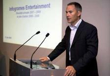 <p>Le directeur général d'Infogrames David Gardner a déclaré que l'éditeur de jeux vidéo entendait retrouver la rentabilité sous 18 mois grâce à sa nouvelle stratégie axée sur l'augmentation de son activité dans les jeux en ligne, une annonce qui n'a pas convaincu le marché. /Photo prise le 17 juin 2008/REUTERS/Philippe Wojazer</p>
