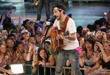 <p>Lead singer Jacob Hoggard of the band Hedley plays at the MuchMusic Video awards in Toronto, June 15, 2008. REUTERS/Mike Cassese</p>