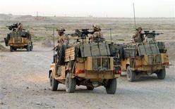 <p>British soldiers from the NATO-led International Security Assistance Force (ISAF) patrol in the city of Kandahar, south of Afghanistan June 17, 2008. REUTERS/Ismail Sameem</p>