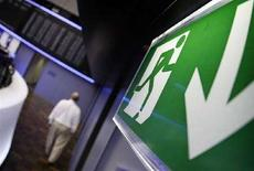 <p>L'uscita di emergenza della Borsa di Francoforte. REUTERS/Kai Pfaffenbach(GERMANY)</p>