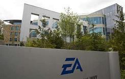 <p>La sede de la compañía Electronic Arts en Columbia Británica, Canadá,7 mayo 2008.El editor de videojuegos Electronic Arts prevé que los juegos online contribuyan hasta con un 60 por ciento de sus ingresos en Asia en cinco años, frente al 10 o 15 por ciento de este año, dijo el miércoles un alto ejecutivo. Asia supone sólo un 5 por ciento de los 1.130 millones de dólares de ingresos netos de Electronics Arts para el cuarto trimestre fiscal que finalizó el 31 de marzo, y se prevé que se expanda hasta alcanzar entre un 15 y un 20 por ciento del total de la compañía en el 2012, dijo Chris Thompson, vicepresidente de EA para Asia. Photo by (C) ANDY CLARK / REUTERS/Reuters</p>