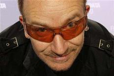 <p>U2 lead singer Bono attends a news conference to present the 2008 DATA (Debt, AIDS, Trade, Africa) Report in Paris June 18, 2008. The DATA Report 2008, released today by organisation ONE, shows the G8 failing in its Africa anti-poverty commitments. REUTERS/Benoit Tessier</p>