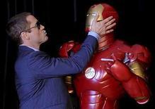 <p>'Iron Man' será el jueves el primer filme del año en alcanzar una recaudación de 300 millones de dólares en las boleterías norteamericanas. La adaptación del cómic producido por Marvel obtuvo hasta el martes unos 299 millones de dólares en Estados Unidos y Canadá, y con las recientes recaudaciones diarias de más de 680.000 dólares, 'Iron Man' claramente superará el jueves el marco de 300 millones de dólares. Photo by (C) PATRICK RIVIERE / REUTERS/Reuters</p>