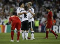 <p>Alemanha bate Portugal por 3 x 2 e chega às semifinais da Euro. O alemão Bastian Schweinsteiger marcou o gol que abriu o placar e participou dos outros dois da vitória da Alemanha sobre Portugal por 3 x 2 na partida pelas quartas-de-final da Eurocopa nesta quinta-feira. 19 de junho. Photo by Stefan Wermuth</p>