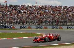 <p>O atual campeão do mundo Kimi Raikkonen conquistou, neste sábado, a 200 pole position da Ferrari na Fórmula 1, garantindo uma primeira fila dominada pelo time italiano durante o treino classificatório para o GP da França. Photo by Benoit Tessier</p>
