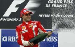 <p>Felipe Massa ganhou neste domingo o Grande Prêmio da França e assumiu a liderança da Fórmula 1 pela primeira vez na carreira. Kimi Raikkonen, companheiro do brasileiro na Ferrari, foi o segundo. Photo by Regis Duvignau</p>