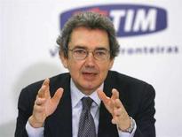 <p>Franco Bernabè, amministratore delegato di Telecom Italia, in una foto scatta a gennaio scorso in Brasile. REUTERS/Jamil Bittar</p>
