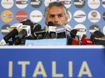 <p>Il commissario tecnico della Nazionale Roberto Donadoni nel corso della conferenza stampa di oggi. REUTERS/Tony Gentile</p>