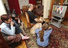 <p>A Georgian family watches President Saakashvili's interview on television in their apartment in Tbilisi November 4, 2007. REUTERS/Irakli Gedenidze</p>