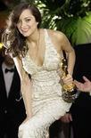 <p>La ganadora del Oscar a la mejor actriz Marion Cotillard en West Hollywood, California (foto de archivo) feb 24 2008. Un diverso grupo de actores, incluyendo a la ganadora del Oscar Marion Cotillard (en la foto) y a la estrella de 'Borat', Sacha Baron Cohen, fue invitado a formar parte de la Academia de de las Artes y Ciencias Cinematográficas. Photo by (C) DANNY MOLOSHOK / REUTERS/Reuters</p>